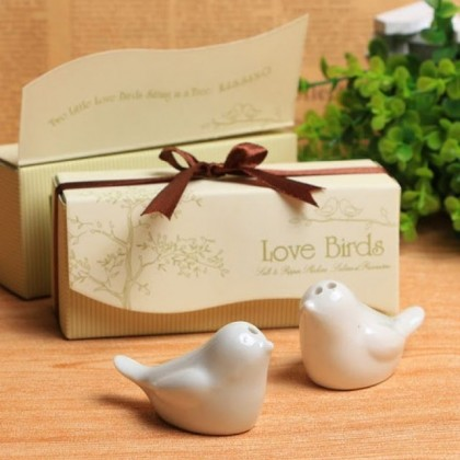 S&J Co. Ceramic Love Birds Salt & Peppers Shakers Door Gift Salt Peppers Tools Kitchen Shaker Wedding Favors